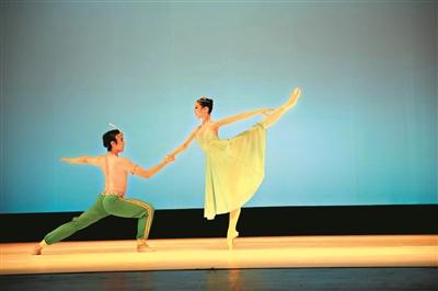 """传统人文历史为创作背景,舞蹈选取了客家代表性建筑""""围屋""""作为素材图片"""